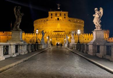 Anime vaganti e pietre parlanti nelle notti della Roma dei Papi